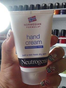 Photo of Neutrogena® Norwegian Formula® Hand Cream uploaded by Mayra E.