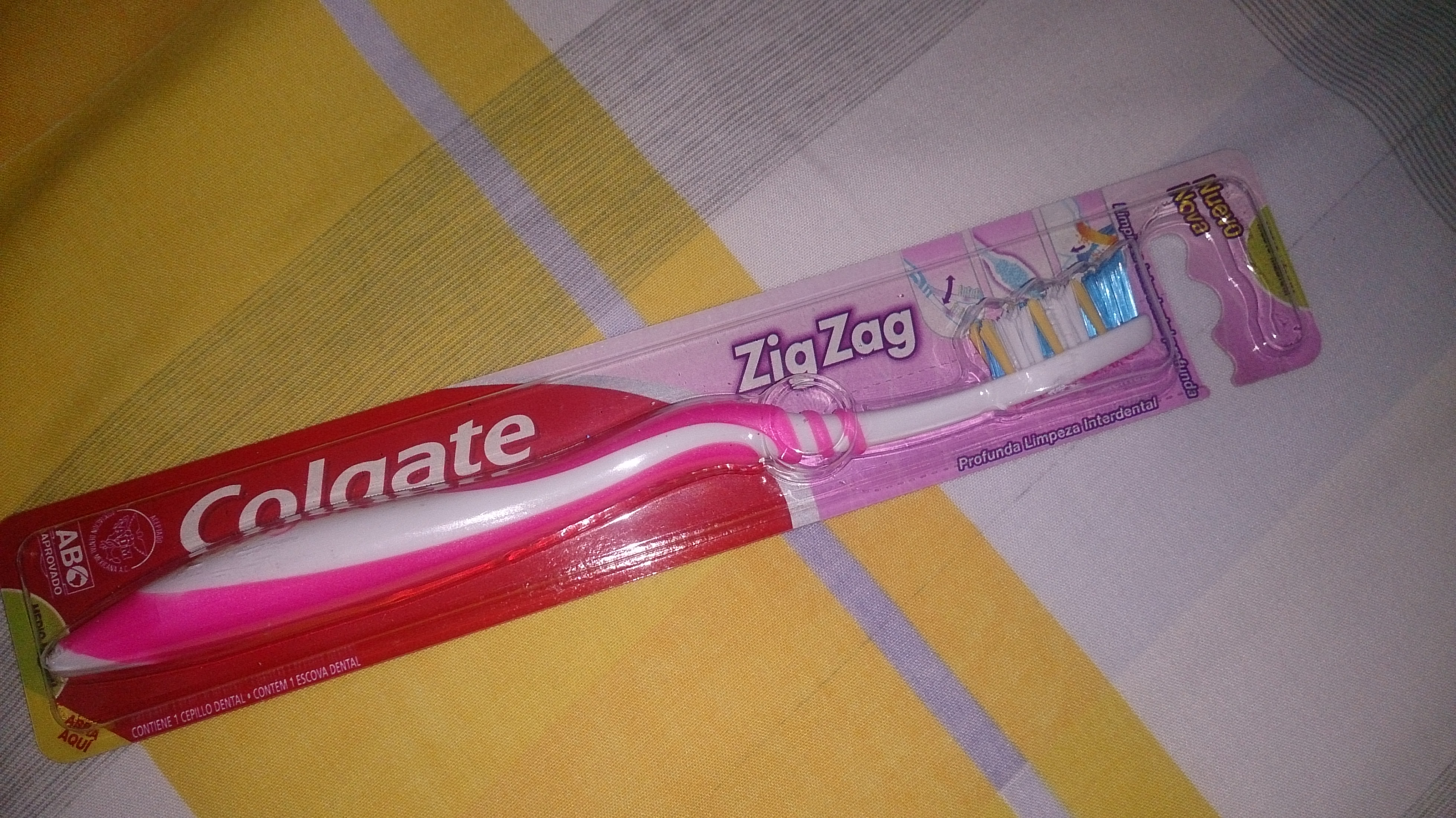 Colgate® WAVE™ ZIGZAG® Toothbrush Medium uploaded by Zaidangel A.