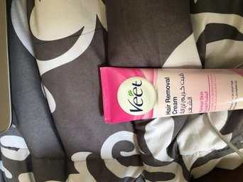 Veet Rasera Hair Removal Gel Cream Fresh Sensation + Bladeless Tool 145g/5.1oz uploaded by Beki K.
