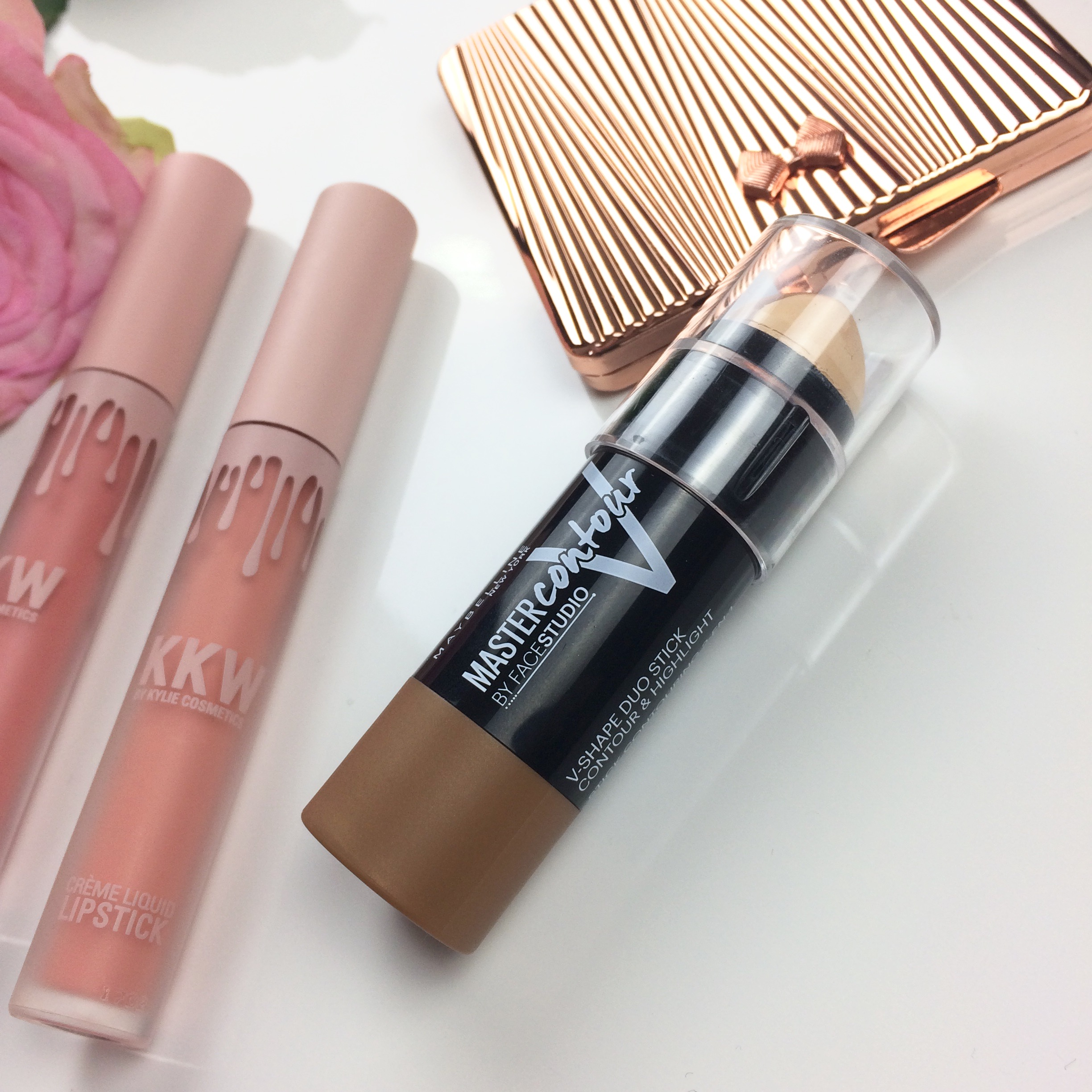 Maybelline Facestudio® Master Contour V-Shape Duo Stick uploaded by Beth W.