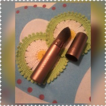 Eco Tools Recycled Aluminum Retractable Foundation Brush uploaded by Glenis D.