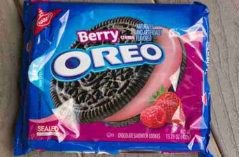 Nabisco Oreo - Sandwich Cookies - Chocolate Berry Creme uploaded by Andressa C.