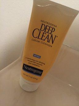 Photo of Neutrogena Deep Clean Cream Cleanser uploaded by Molly F.