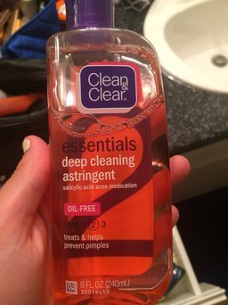 Clean & Clear Essentials Deep Cleaning Astringent uploaded by Paige H.