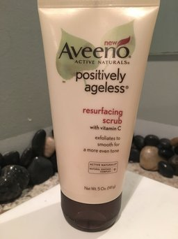 Aveeno® Positively Ageless® Resurfacing Scrub with Vitamin C 5 oz. uploaded by Dawn D.