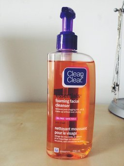 Clean & Clear Essentials Deep Cleaning Astringent uploaded by member-1741f5c56