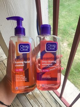 Clean & Clear Essentials Deep Cleaning Astringent uploaded by Kennia M.