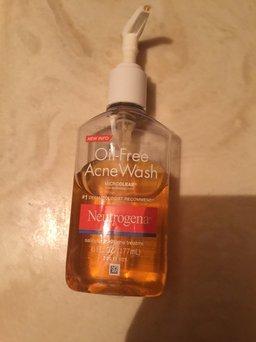 Neutrogena Oil-Free Acne Wash uploaded by Maria P.