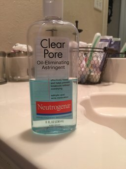 Neutrogena Clear Pore Oil-Controlling Astringent uploaded by payton S.
