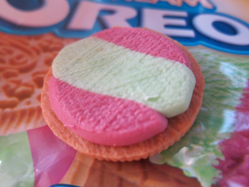 Nabisco Oreo Sandwich Cookies Rainbow Shure Bert! uploaded by Nynke K.