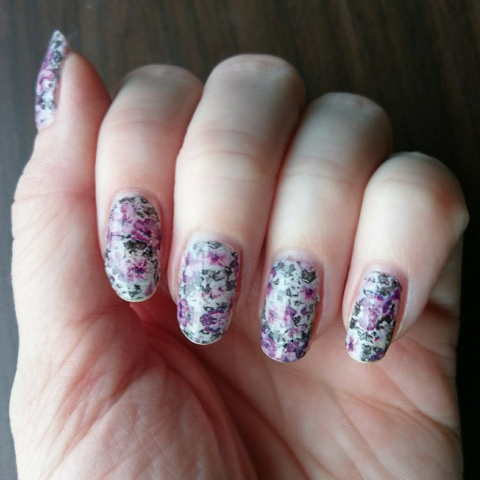 FLOWERY NailHugs - 4 strips
