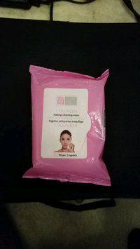 Video of Global Beauty Care Collagen Makeup Cleansing Wipes uploaded by Luana L.
