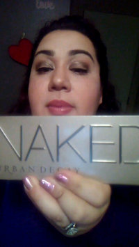 Video of Urban Decay Naked2 Eyeshadow Palette uploaded by Rosa C.