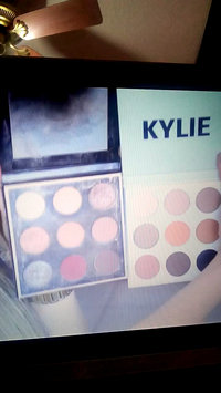 Video of Kylie Cosmetics The Bronze Palette Kyshadow uploaded by Estefany D.