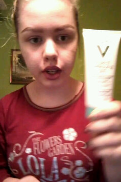 Video of Vichy Pureté Thermale 3-in-1 One Step Cleanser for Sensitive Skin uploaded by Kathrine L.