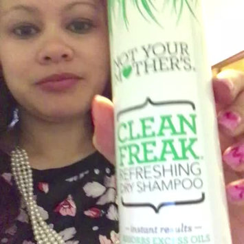Video of Not Your Mother's Clean Freak Refreshing Dry Shampoo uploaded by Khristin J.