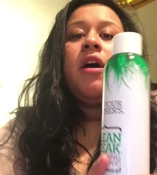 Video of Not Your Mother's Clean Freak Refreshing Dry Shampoo uploaded by Alyssa P.