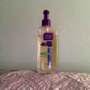 Video of Clean & Clear® Essentials Foaming Facial Cleanser uploaded by Anna H.