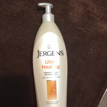 Video of JERGENS® Ultra Healing® Extra Dry Skin Moisturizer uploaded by Rahaf R.