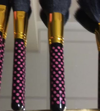 Video of BH Cosmetics Pink-a-Dot Brush Set uploaded by Joi H.