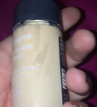Video of Neutrogena® Shine Control Liquid Makeup SPF 20 uploaded by Kiona B.