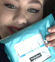 Neutrogena Hydrating Makeup Remover Cleansing Towelettes uploaded by Janelle J.