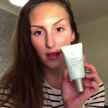 Video of Estée Lauder DayWear Multi-Protection Anti-Oxidant Sheer Tint Release Moisturizer SPF 15 uploaded by ⠀⠀⠀⠀⠀⠀⠀Holl 1.