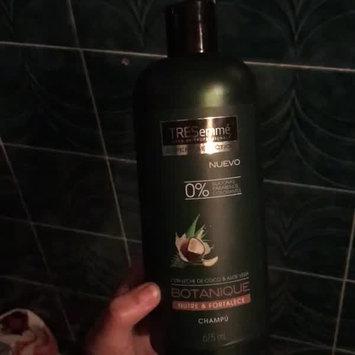 Video of TRESemmé Botanique Nourish and Replenish Shampoo 25 oz uploaded by Kim_22🌹 G.