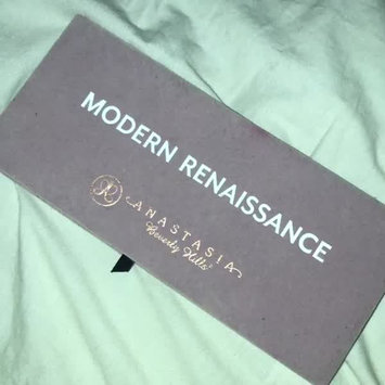 Video of Anastasia Beverly Hills Modern Renaissance Eye Shadow Palette uploaded by Sian S.