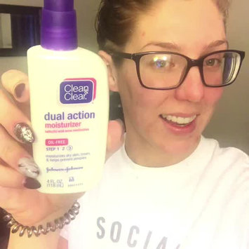 Video of Clean & Clear Oil-Free Dual Action Moisturizer uploaded by Ashlyn N.