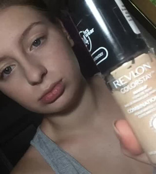 Video of Revlon Colorstay MakeUp SoftFlex Combination Oily Skin uploaded by Ștefania A.