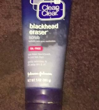 Video of Clean & Clear® Blackhead Eraser™ Scrub uploaded by rachel c.