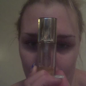 Video of Guerlain L'or Radiance Concentrate With Pure Gold Make-up Base 1.1 oz uploaded by Ashley P.