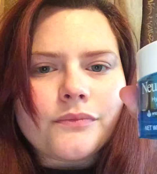Video of Neutrogena Hydro Boost Gel-Cream Extra-Dry Skin uploaded by Brianna P.