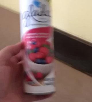 Video of Glade Fresh Berries Room Spray uploaded by Bridgett B.