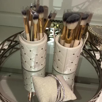 Video of BH Cosmetics 14 Piece BH Signature Brush Set uploaded by Nora G.