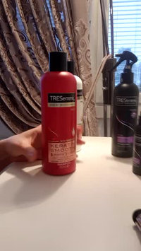 Video of TRESemmé Keratin Infusing Conditioner uploaded by Ouerghui H.